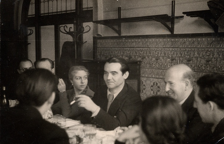 One of the last photos of Lorca, between María Teresa León and Aleixandre./ Photo: Mayo / Lorca Universe