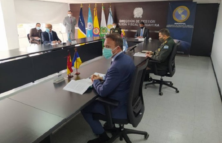 Meeting at the headquarters of the Tax and Customs Police in Bogota / Photo: FIIAPP